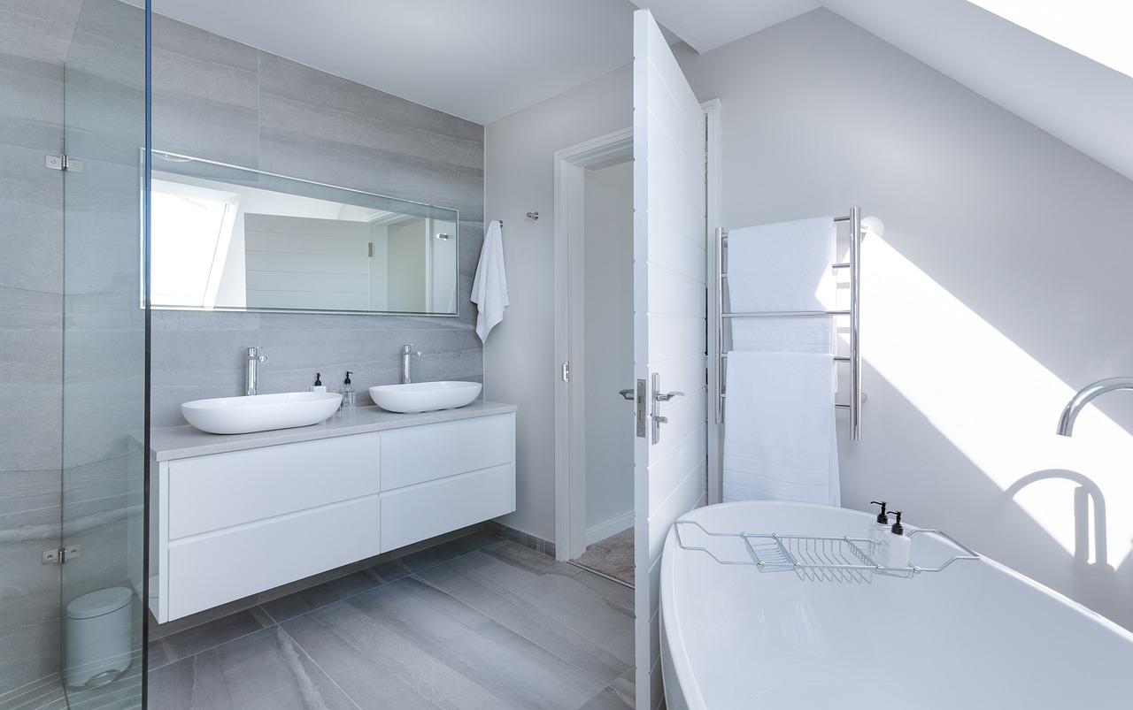 Wanna czy kabina prysznicowa – co lepsze?